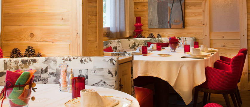 france_les-deux-alpes_hotel-chalet-mounier_dining-room2.jpg